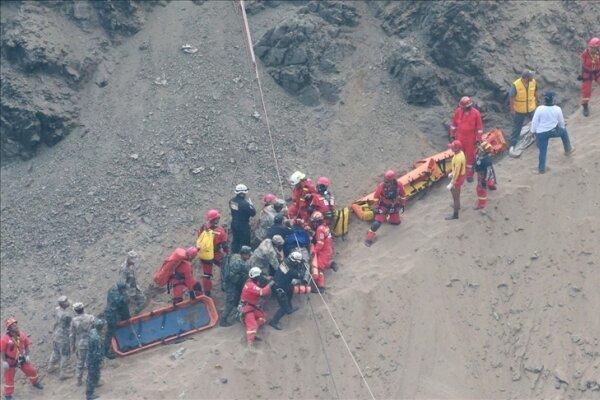 واژگون شدن یک دستگاه اتوبوس در پرو، 40 تن کشته و زخمی شدند